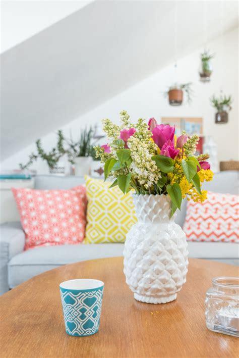 grünpflanzen wohnung wohnzimmer dekoration braun