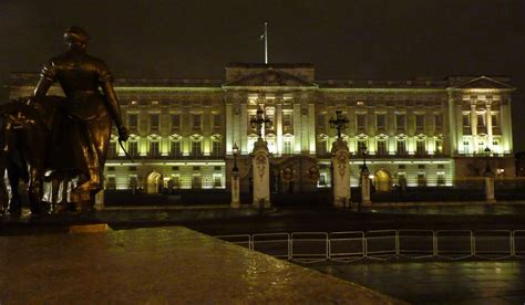 how many bedrooms are there in buckingham palace buckingham palace on aboutbritain com