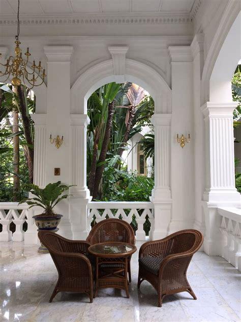 british colonial style raffles hotel singapore