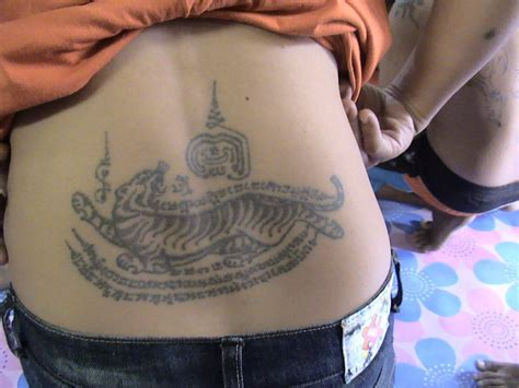 sak yant tattoo in singapore sak yant thai temple tattoos ajarn thoy wai kroo 2001