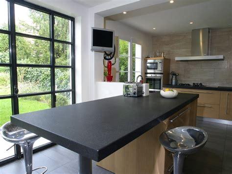plan de travail cuisine noir plan de travail cuisine granit noir et table centrale