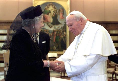 queen elizabeth 2 queen elizabeth meets pope francis for first time today com
