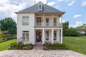 Decorators White Benjamin Moore picking an exterior paint color domestic imperfection