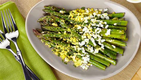 come cucinare gli asparagi con le uova asparagi mimosa con salsa di uova bauer