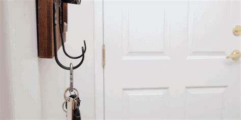 easy ways    small entryway   feel bigger