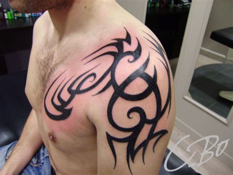 tattoo tribal epaule homme photos de tatouage tribal r 233 alis 233 s chez c bo 224 auray en