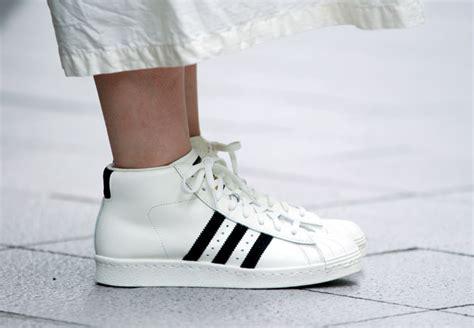 D750 Adidas Yeezy Boost 750 Premium Quality M Kode Rr750 3 adidas originals umeda