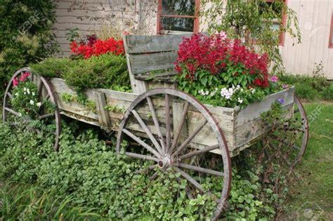 Wagon Wheel Decor Garden 10 Diy Ideas How To Use Wagon Wheel In Garden Decor
