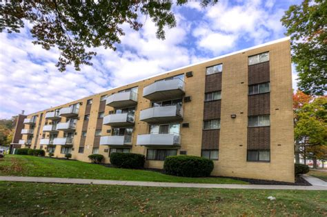 camelot appartments camelot apartments rentals parma heights oh