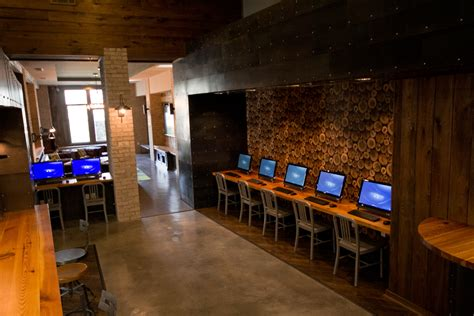 interior design for net cafe cyber cafe computers amenities pinterest cafes