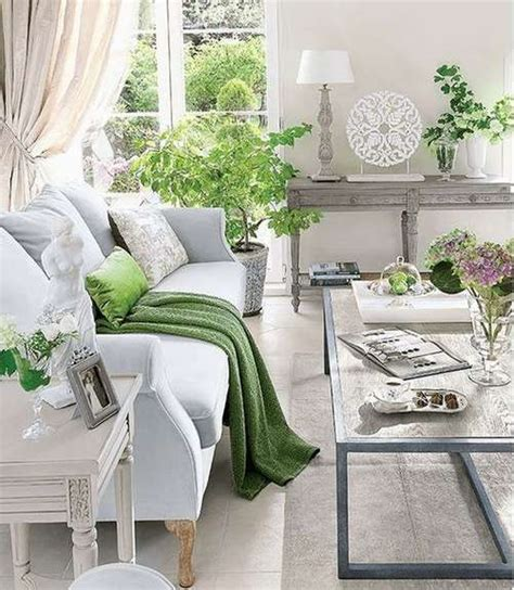 fresh green white neutral modern living room decor with greenery decoraci 243 n con el nuevo color pantone de 2017