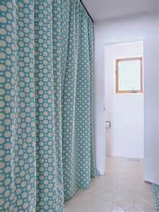 Laundry Room Curtains Hide A Washer And Dryer With Easy Diy Gathered Laundry Room Curtains On A Track Dans Le Lakehouse
