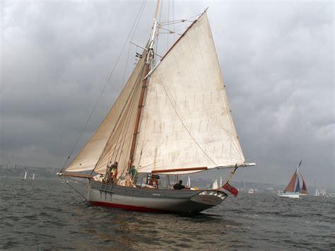 whaling longboat file lizzie may au brest 2008 jpg wikimedia commons