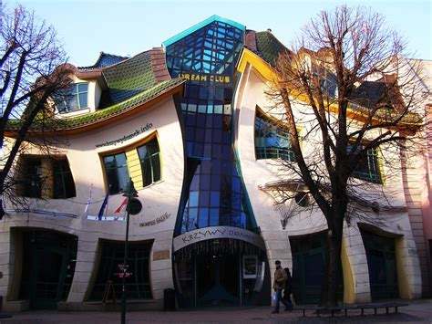 crooked houses unusual crooked house at sopot poland akademi fantasia travel