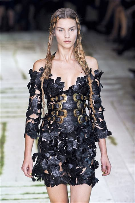 woven hair at the 2011 paris spring alexander mcqueen show alexander mcqueen at paris fashion week spring 2011 livingly