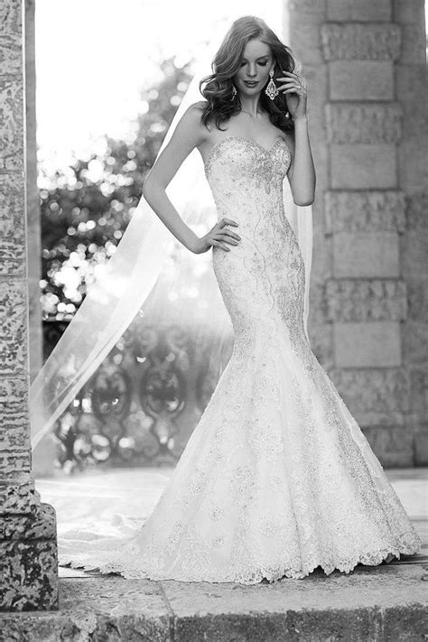 Flattering Mermaid Wedding Dresses - MODwedding