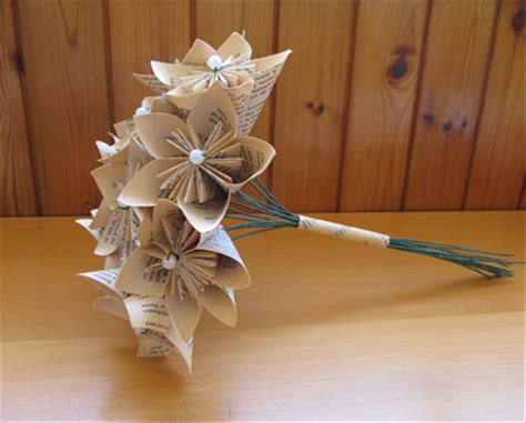 Origami Flower Stems - how to make a kusudama bouquet from book pages