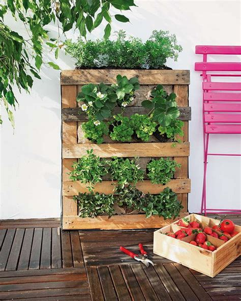 Diy Pallet Vertical Garden How To Build A Pallet Vertical Garden And A Diy Plastic
