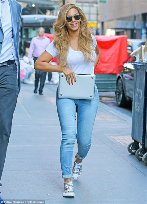 beyonce knowles stuns in casual playtv