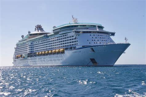images of cruise ships white cruise ship 183 free stock photo