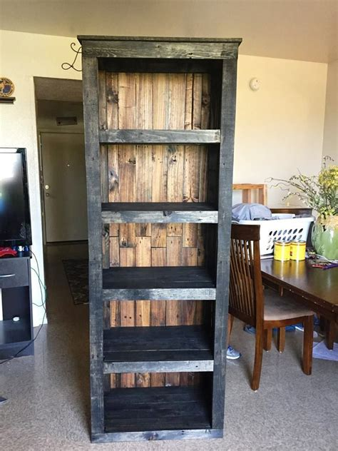 how to make pallet bookshelves pallet shelving tower bookcase 30 easy diy pallet