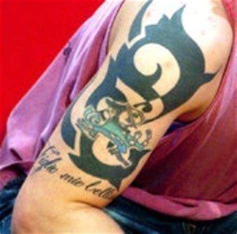 tom hardy tribal tattoo tom s figlio mio blellissimo italian for my