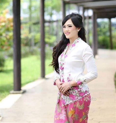 Kebaya Wanita 4 fashion wanita 4 model kebaya modern untuk til cantik nan memesona jatengpos