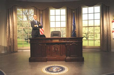 White House Oval Office Desk Our Reproduction Of The President S Resolute Desk Inthe Oval Office White House