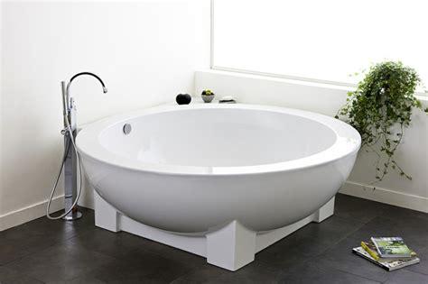 Charming Salle De Bain Moderne Avec Baignoire Dangle  #11: Petites-baignoires-sabot.jpg