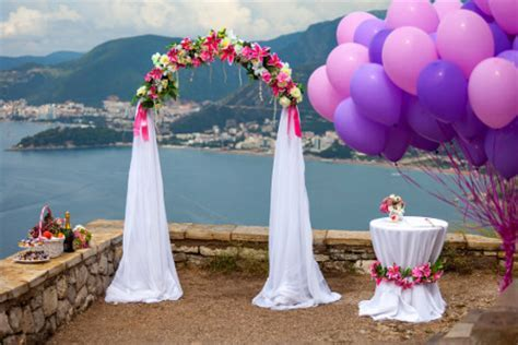 Simple Tips on How to Make Your Own Classy Wedding Decorations