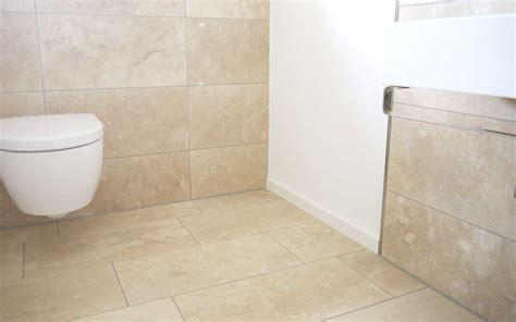 badezimmer fliesen beige fliesen travertin beige creme geschliffen kaufen steinlese