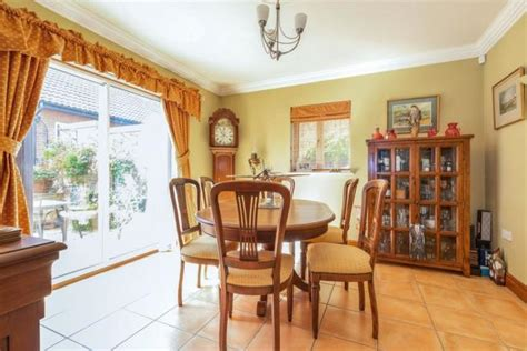 bedroom detached house  sale  snaefell park
