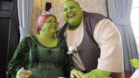 real life shrek wedding couple has a fairy tale shrek wedding youtube
