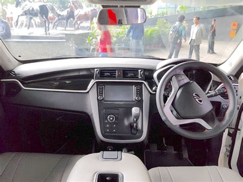 mahindra kuv nxt white accessorised dashboard