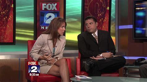 detroit fox 2 news anchors women fox 2 news anchor deena centofanti fox2deena sexy leg