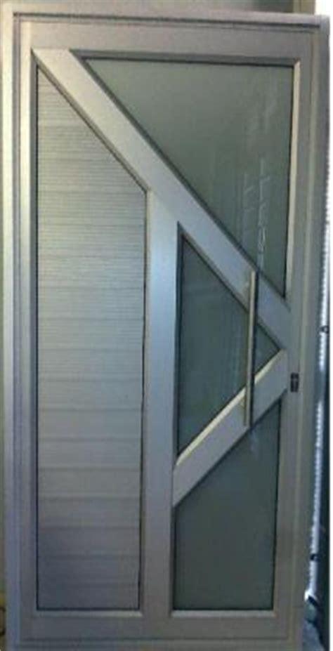 Front Entry Way by Doors 187 Alu Metrix