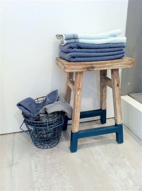 blauwe badkamer accessoires frisse kleuren badkamer interiorinsider nl