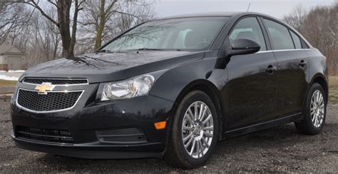 2015 chevy cruze gets new styling and tech 2014 new york 2014 chevy cruze interior photos fuel efficient car auto
