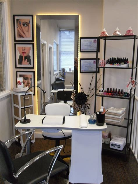 desk  small   love  clean  home nail salon