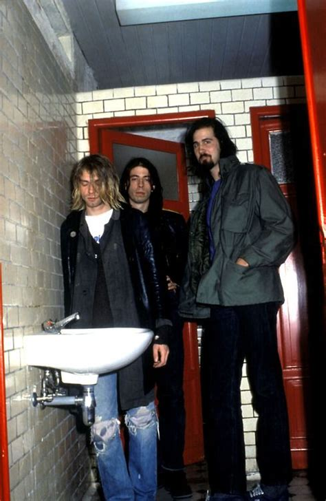 Sepatu Bata Kurt Cobain nirvana backstage in ghent belgium 1991 nirvana