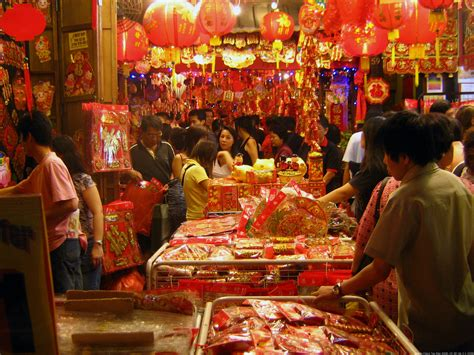 pictures of new year in china file new year market jpg wikimedia commons