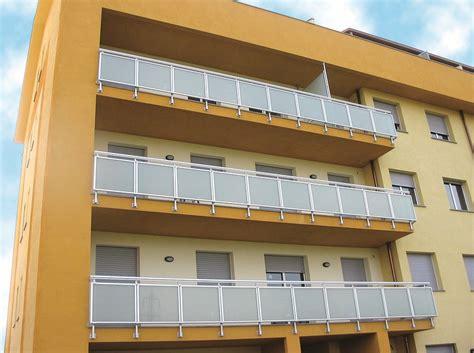 balconi verandati parapetto in alluminio e vetro per finestre e balconi