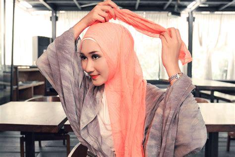 tutorial hijab casual ala dian pelangi tutorial hijab casual ala dian pelangi trend 2018 jallosi
