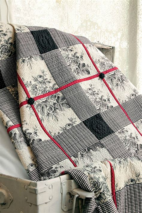 Showcase a Large Scale Print in This Striking Quilt
