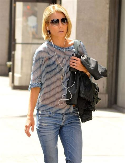 where did kelly ripa move in nyc 2014 kelly ripa listens to music while out in new york zimbio
