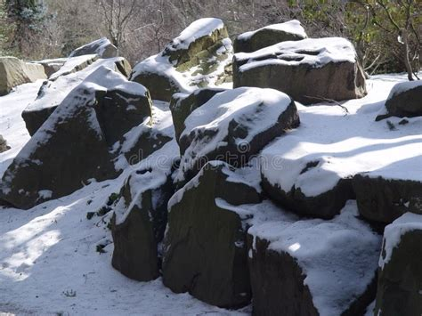 stock photography snow  rocks picture image