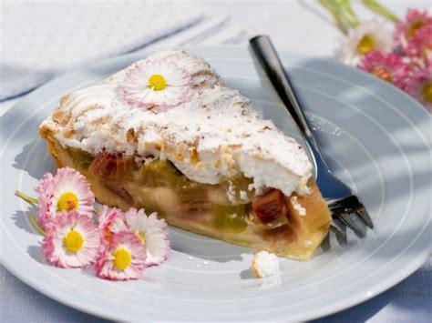 kuchen f r verliebte rhabarber baiser kuchen rezept eat smarter