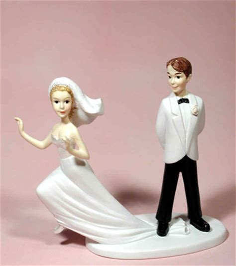 7 Awesome Wedding Cake Toppers stunning a d and groom wedding cake toppers