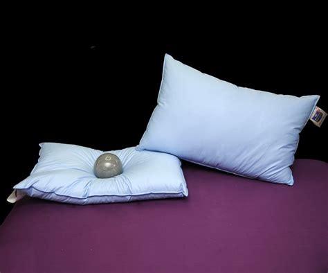 dormire con due cuscini 50 fantastiche immagini su cuscini su tvs