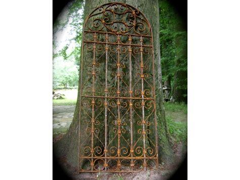 Antikes Gartentor